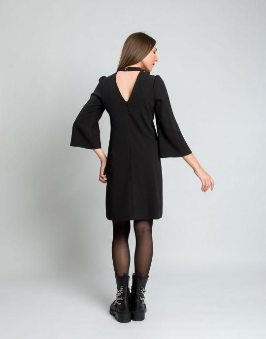 Φόρεμα με V στη πλάτη